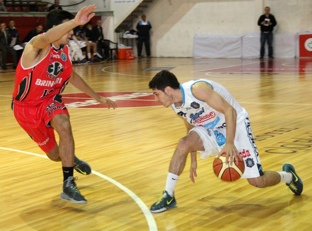 Luciano Massarelli tuvo minutos donde pudo desequilibrar. (Foto: Paola Millanovich - LNB.com.ar)