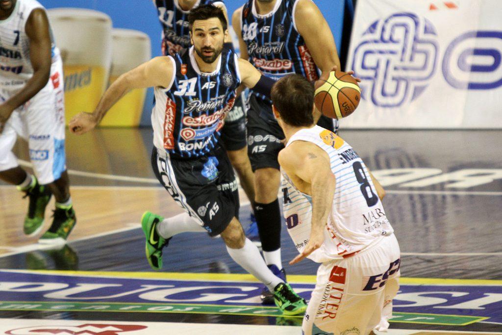 Martín Osimani se desgarró y se pierde el inicio de la serie ante Bahía Basket (Foto: Carlos De Vita)