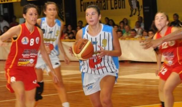 Muriel Sauan pelota en mano. (Foto: Prensa La Unión de Charata)