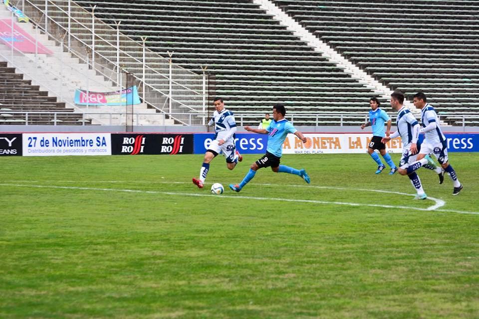 Wilson Albarracín marcó el gol marplatense. (Foto: Francisco Celano)
