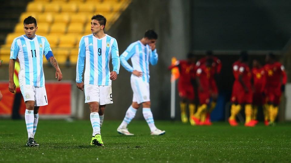 Ghana celebra uno de sus goles ante la desazón de los argentinos. (Foto: FIFA)