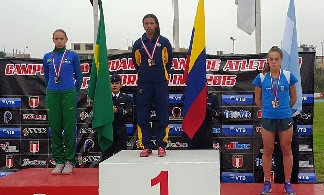 Belén Casetta en el podio del Sudamericano de Mayores.