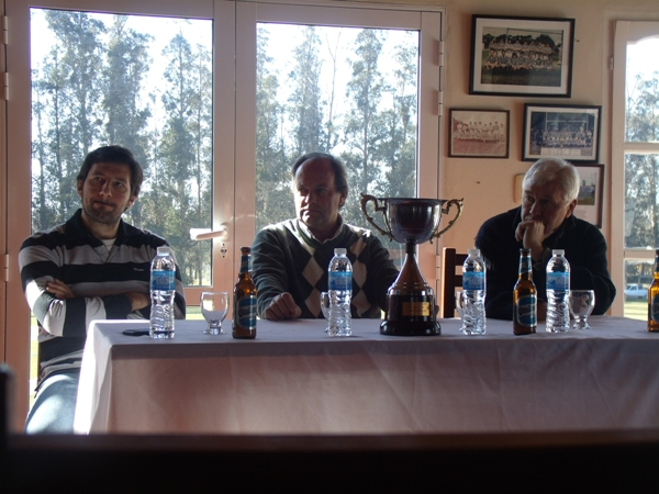 La presentación de la Copa que se pondrá en juego entre la URMDP y Tandil.