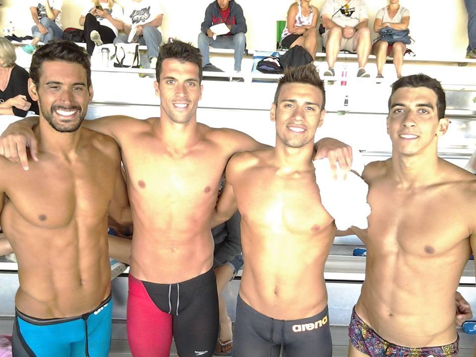Los cuatro argentinos que se quedaron con el oro en el 4x100 libres incluido Guido Buscaglia.