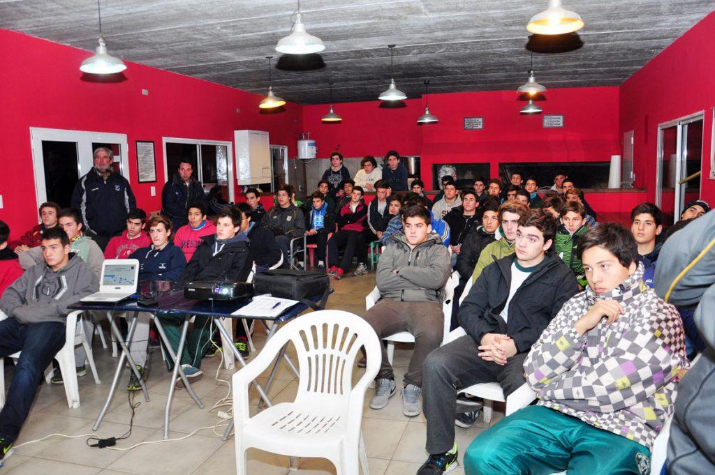 Los chicos del M16 que participaron de la concentración en Tandil.