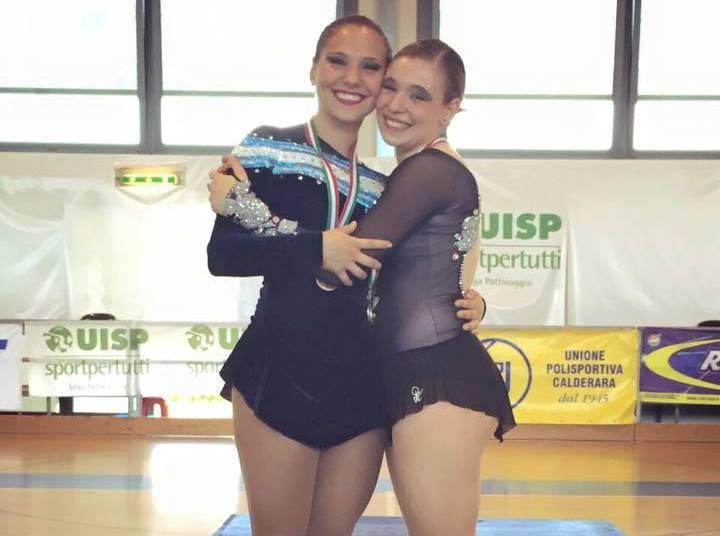 Nadia Ortiz Villar con su medalla al cuello.