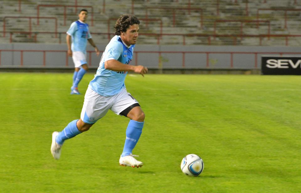 Nicolás Ramírez cuando se enciende hace jugar a todos. (Foto: Pedro Celano)