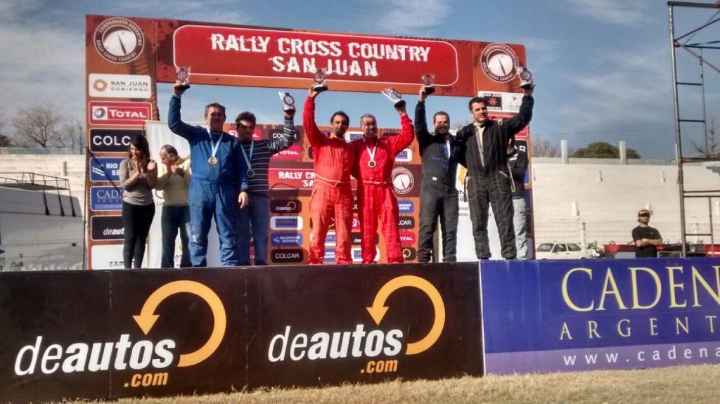Omar Gándara y Leonardo Martínez en la cima del podio.