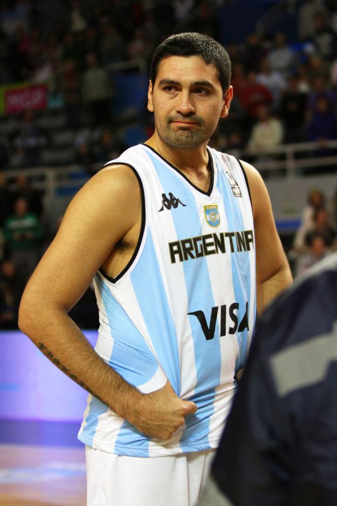 Leonardo Gutiérrez emocionado durante su homenaje. Foto: Carlos De Vita