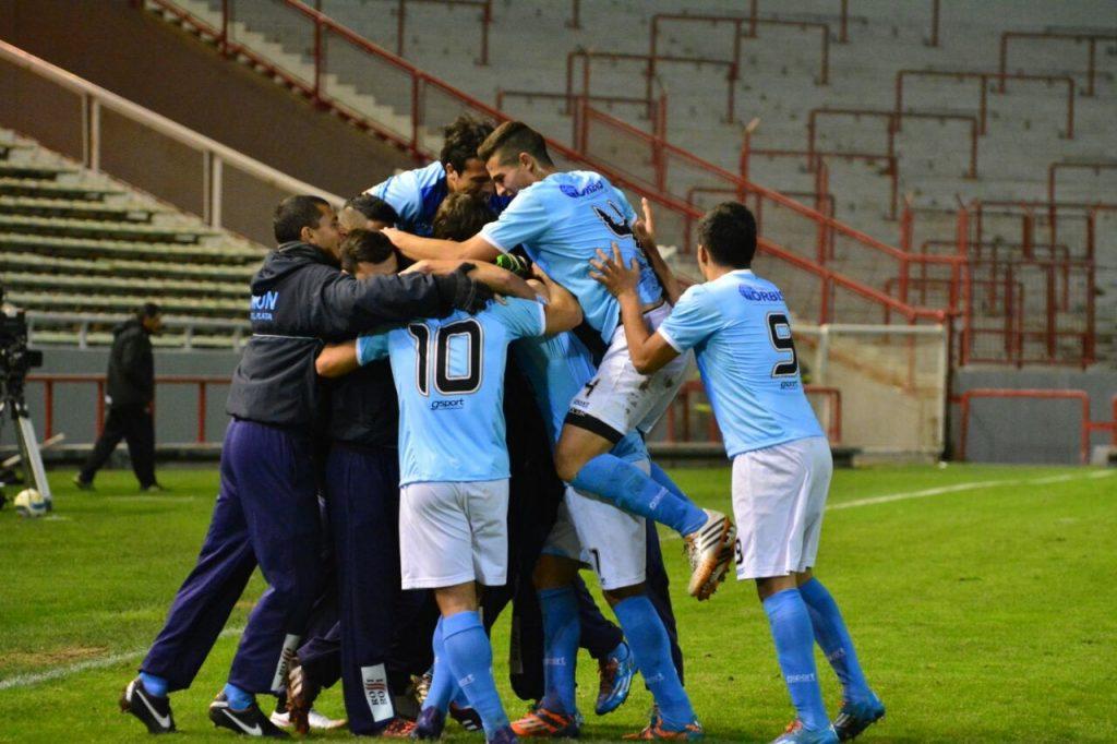 """Todo Unión celebra una importante victoria del """"celeste"""" en el Minella. (Foto: Pedro Celano)"""