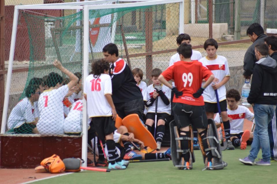 La Selección Sub-14 en el descanso del entretiempo. (Foto: Roxana Galbiatti)