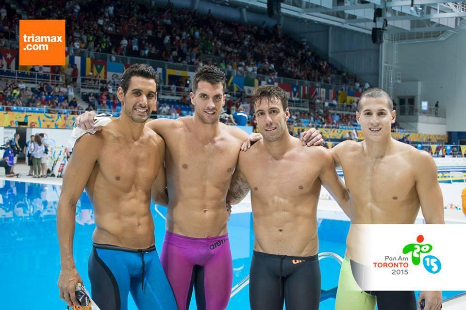 La posta 4x100 argentina que participó esta noche en el cierre de la actividad.
