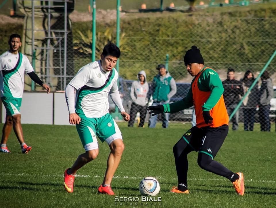 Roger Martínez metió los dos goles, pero se retiró lesionado. (Foto: Sergio Biale)