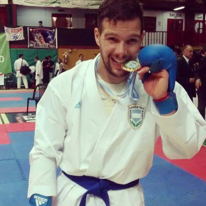 El marplatense Francisco Nievas con su medalla dorada.