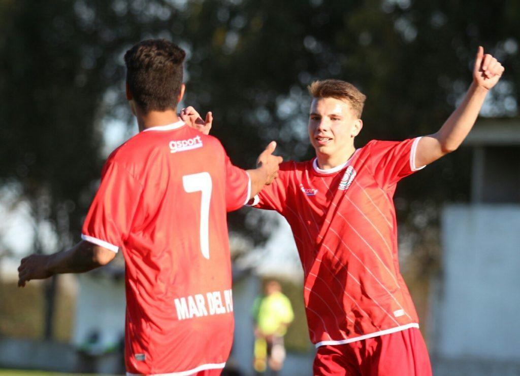El Seleccionado Sub-15 no tuvo inconvenientes en el debut. (Foto: Diego Berrutti)