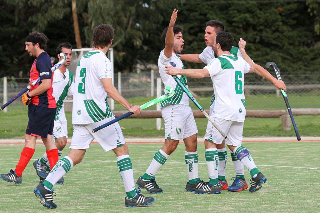 Banfield celebra uno de los goles convertidos en la tarde de La Josefa. (Foto: Carlos De Vita)