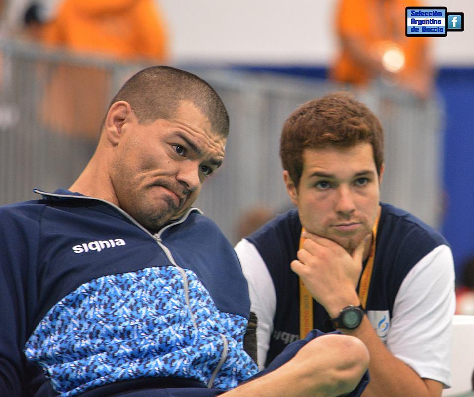 Mauricio Ibarbure junto con Agustín Molpeceres en la competencia de hoy. (Foto: Facebook Selección Argentina de Boccia)