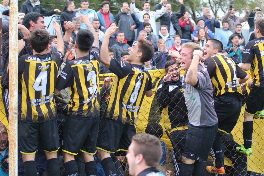 Los jugadores de Norte celebran la clasificación a la final.