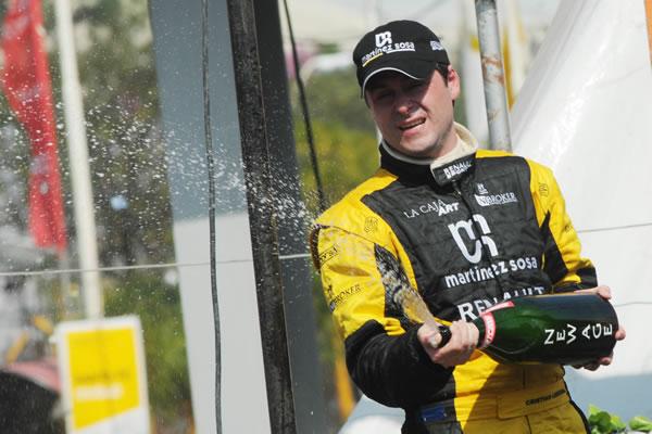 Christian Ledesma celebra a pleno champagne su tercer puesto.