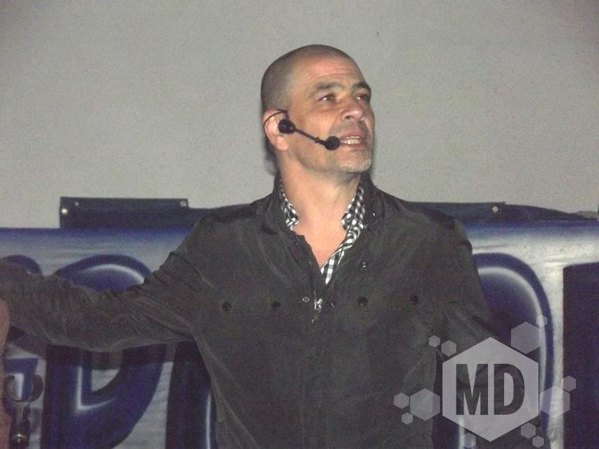 Sergio Hernández como un rockstar en Peñarol.