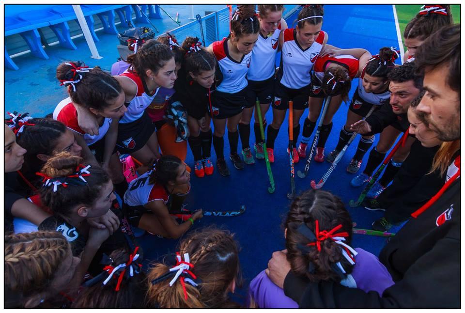 La arenga de la Selección Sub-16. (Foto: Diego Landi)