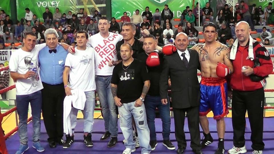 Los protagonistas de los reconocimientos en el ring de Once Unidos.