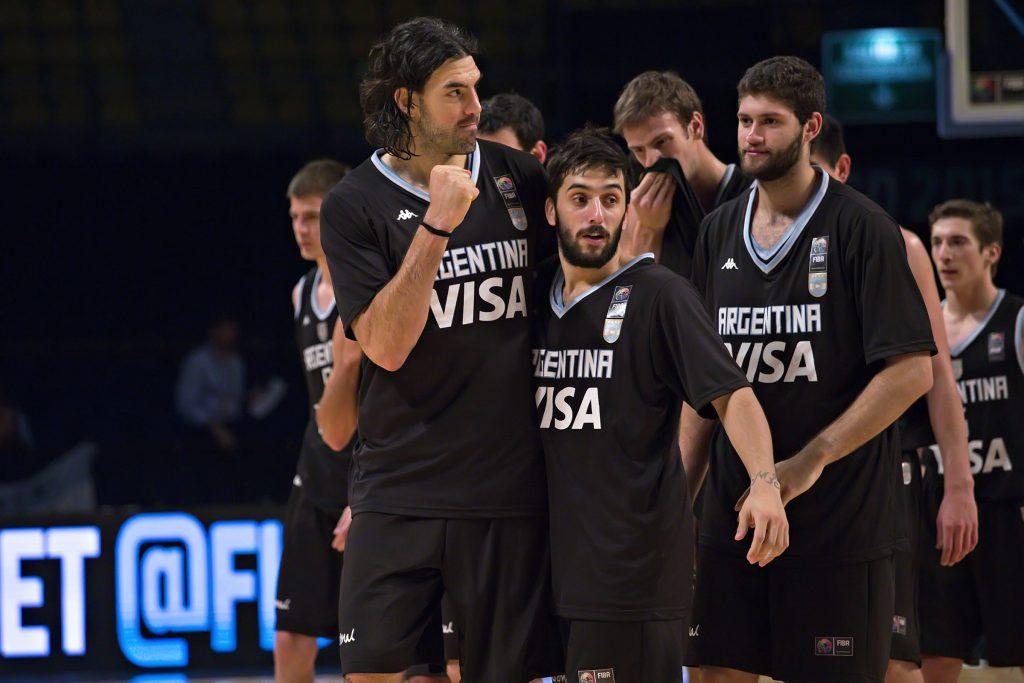 Argentina dio un paso más hacia el gran objetivo. (foto: FIBA)