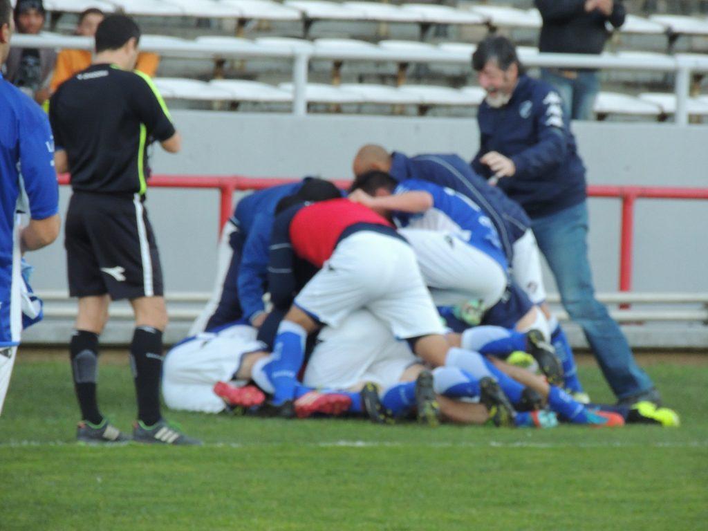 La celebración de los jugadores de Alvarado luego del gol agónico.