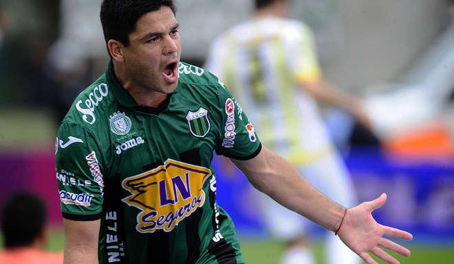 Alejandro Gagliardi celebra el gol que definió el partido.