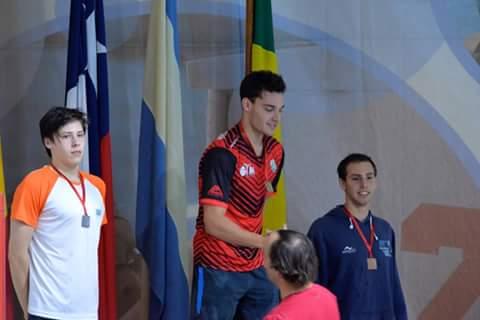 Guillermo Souto recibiendo su medalla de oro en Chile. (Foto: Facebook)