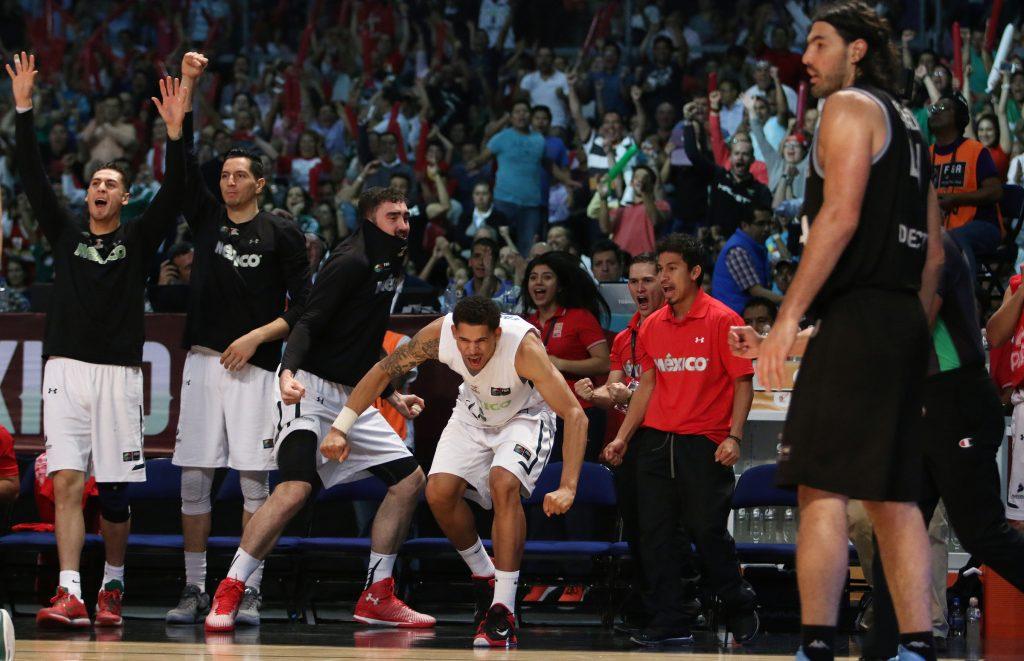 El banco de México celebra mientras el capitán argentino espera revancha. (Foto. FIBA)