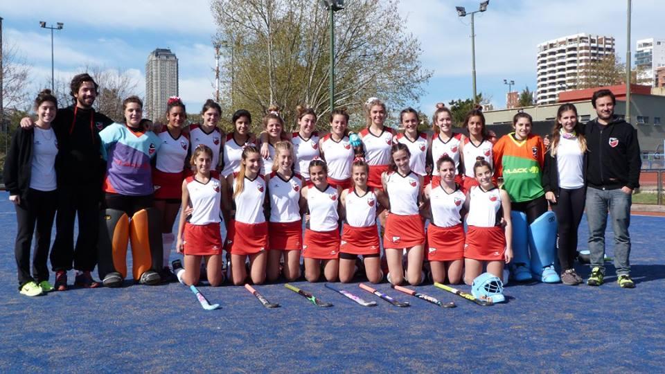 La formación del equipo femenino Sub-16 de Mar del Plata. (Foto: Facebook Mariela Lairihoy)