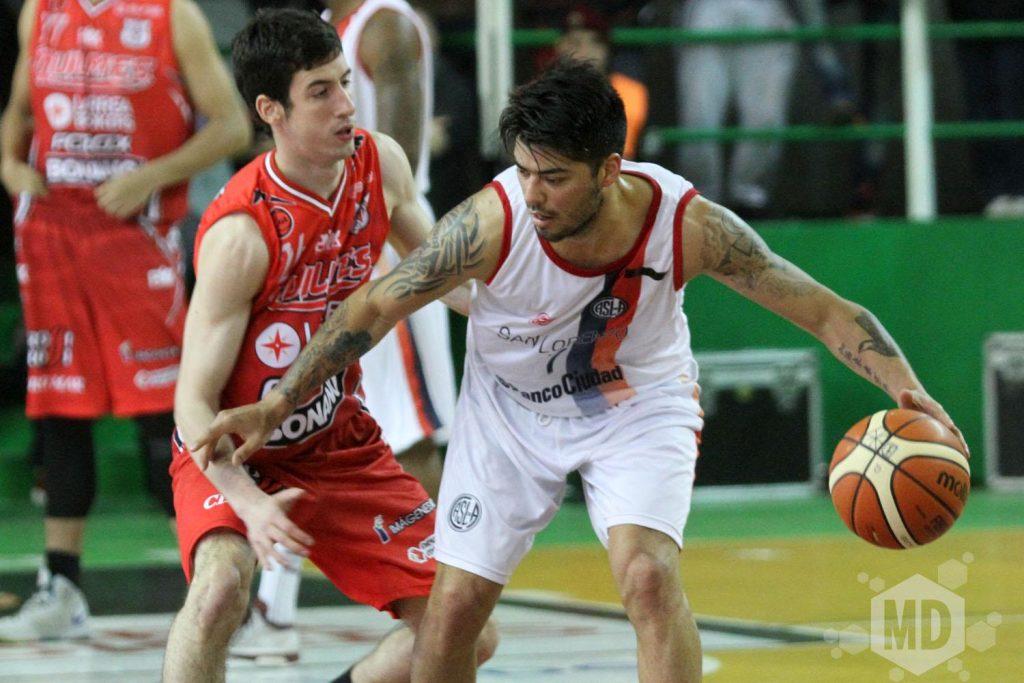 Nicolás Aguirre soporta la marca de Bruno Sansimoni. (Foto: Carlos De Vita)