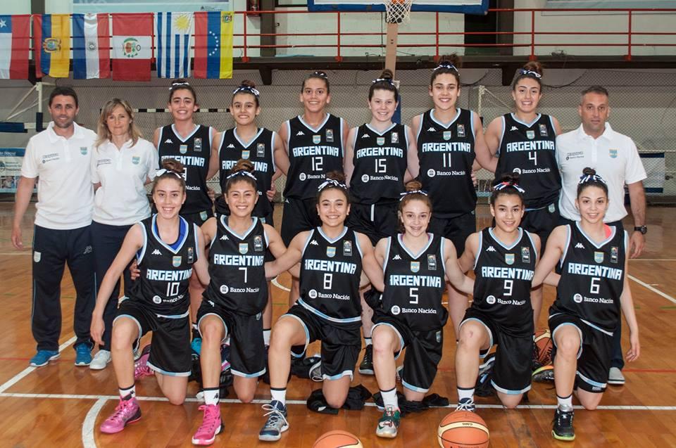 El equipo nacional con Rocío Bereilh luciendo la camiseta 8. (Foto: Maximiliano Manso - Prensa CABB)