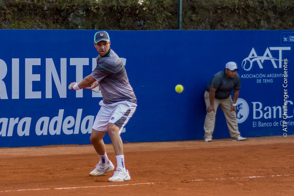 Horacio Zeballos avanza a paso firme en singles y dobles.