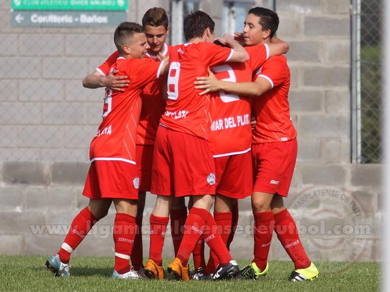 Mar del Plata Sub-15 celebra la clasificación a las semifinales. (Foto: Liga Marplatense de Fútbol)