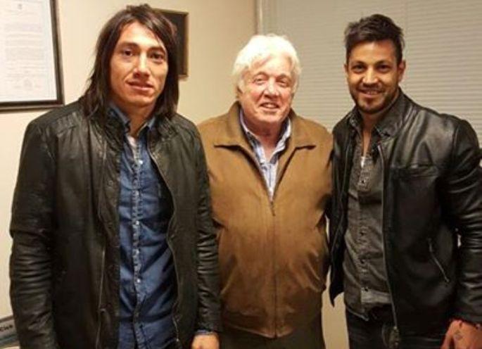 Pablo Lugüercio, José Moscuzza y Gastón Díaz luego de firmar. (Foto: Facebook Aldosivi)