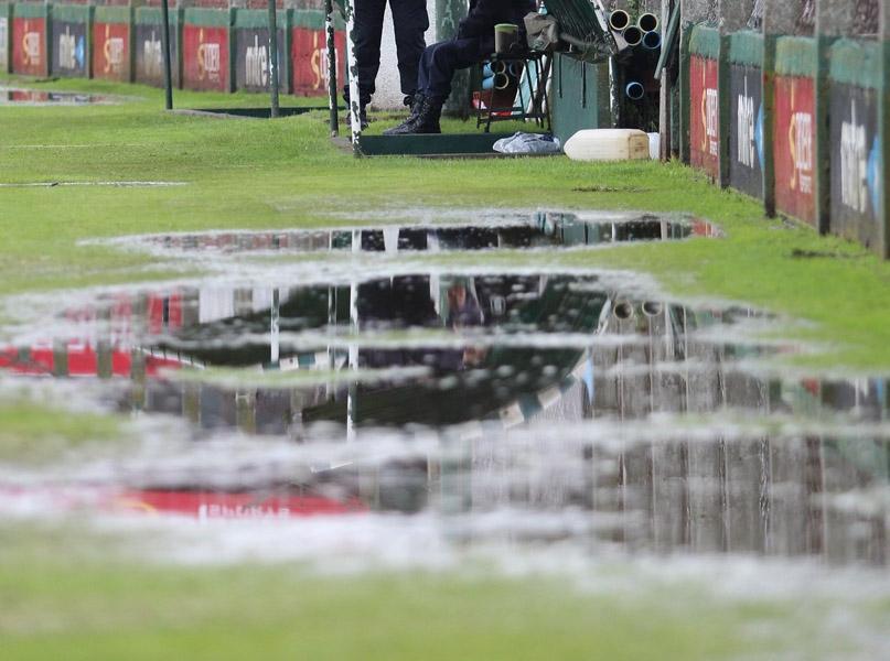 La lluvia evitó que se pueda jugar la fecha.