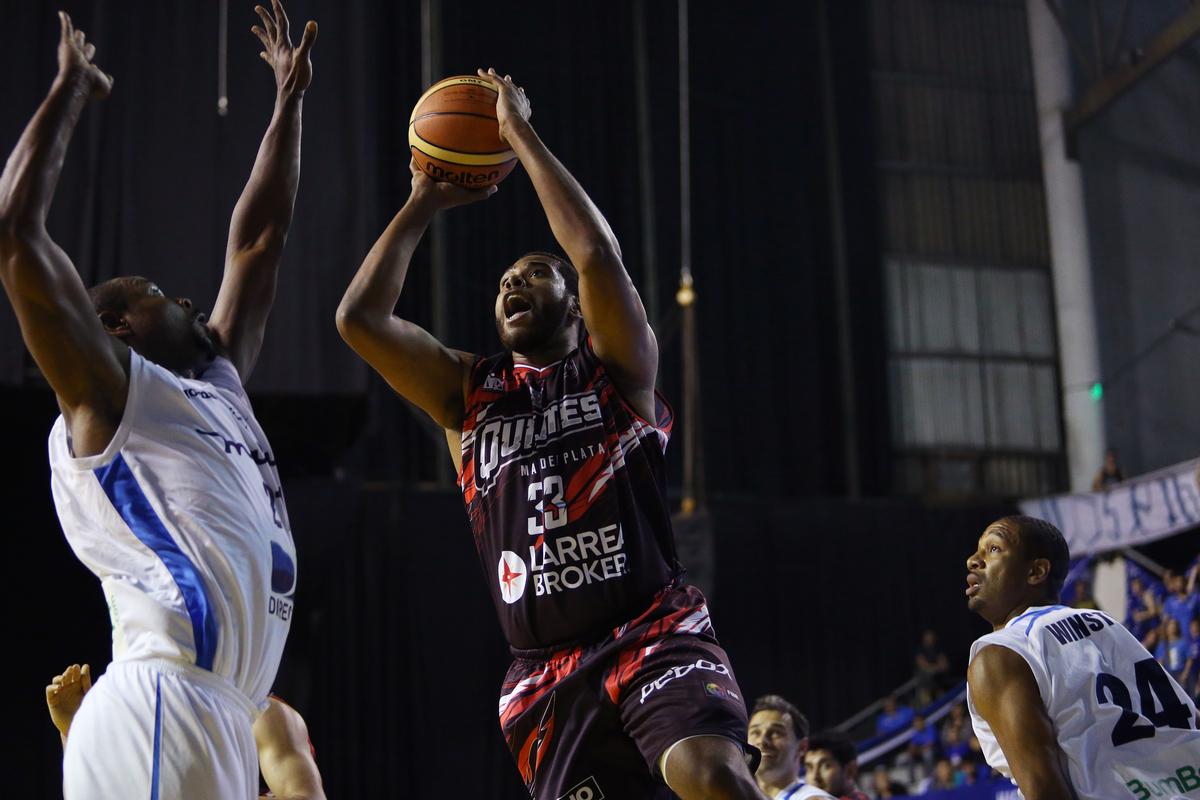 Jonathan Durley fue de lo mejor para Quilmes (Photo: José Jiménez Tirado/FIBA Americas)