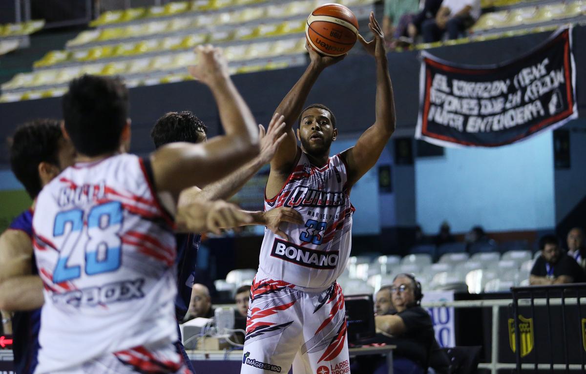 Quilmes perdió con Uniceub en el cierre del cuadrangular en Montevideo. (Foto. FIBA)