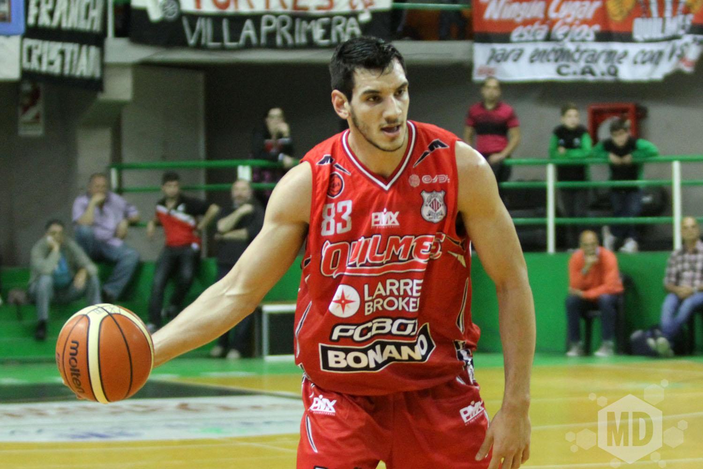 Tayavek Gallizzi se quedó con una pelota clave. (Foto: Carlos De Vita)