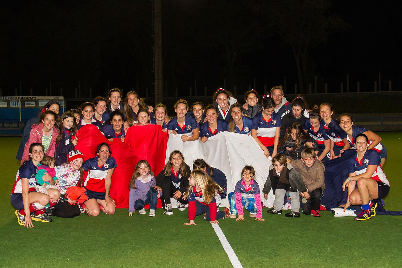 El plantel de Unión del Sur celebrando un nuevo campeonato. (Foto: Carlos De Vita)