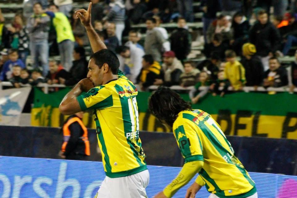 José Sand festeja su noveno gol en el campeonato. (Foto: Sergio Biale)