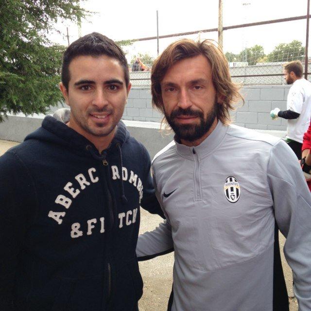 Lucas Gilardoni con Andrea Pirlo.