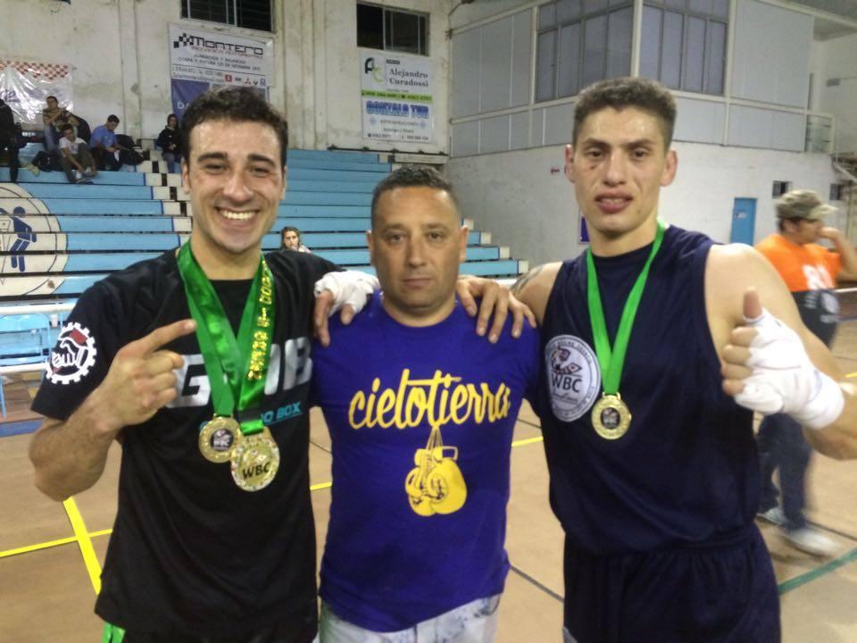 Tupac Novillo y Gustavo Chamorro junto con Mauricio Doval en Uruguay.