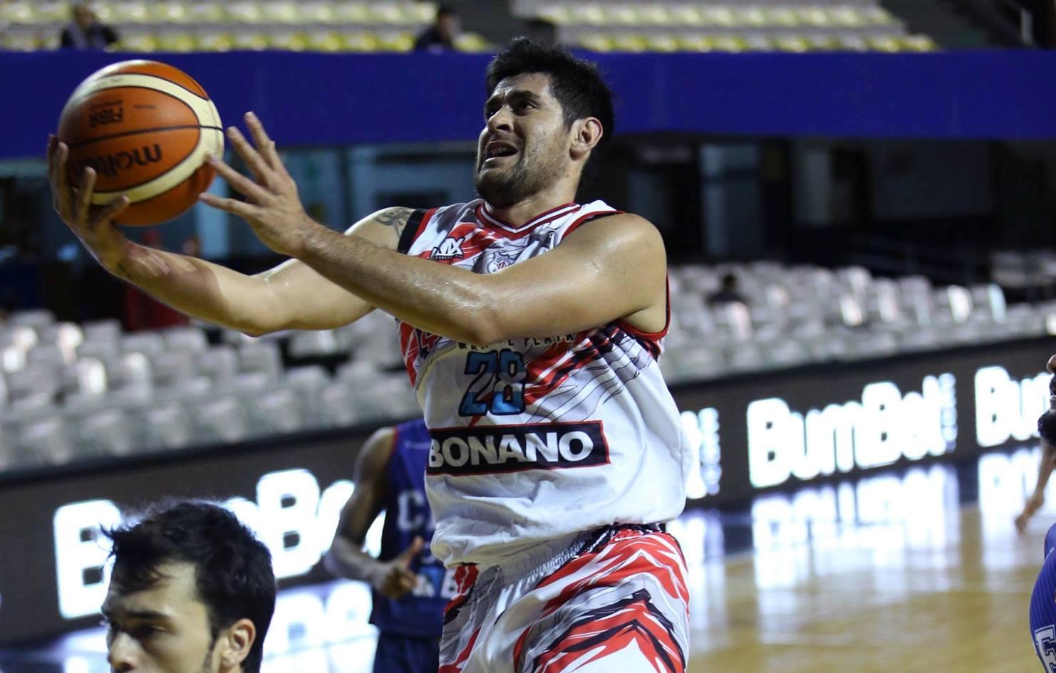 Enzo Ruiz en el partido ante Uniceub. (Foto: FIBA)