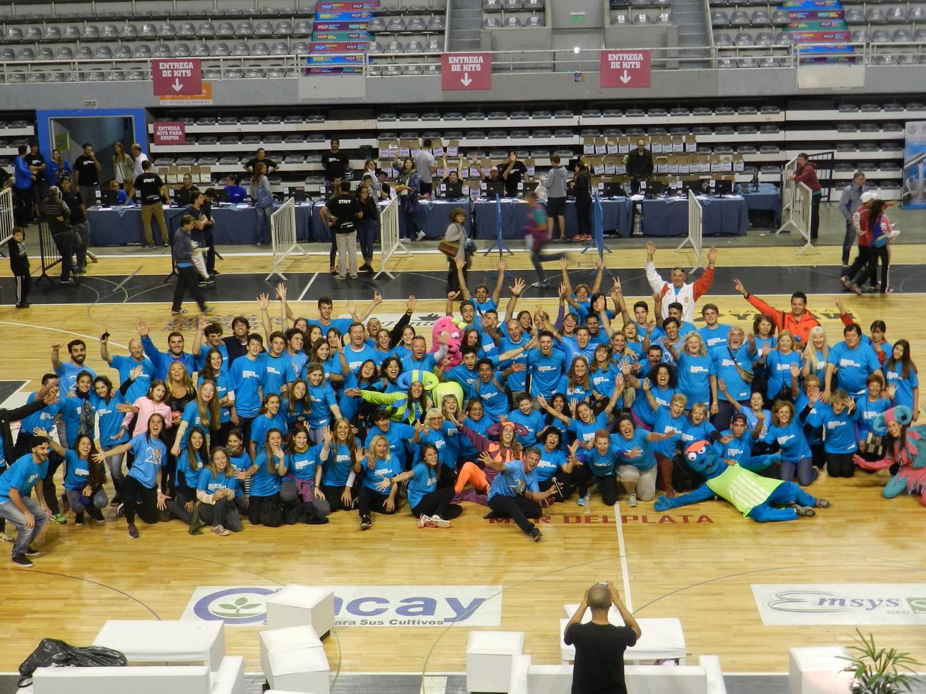 Los voluntarios que participarán en el Maratón.