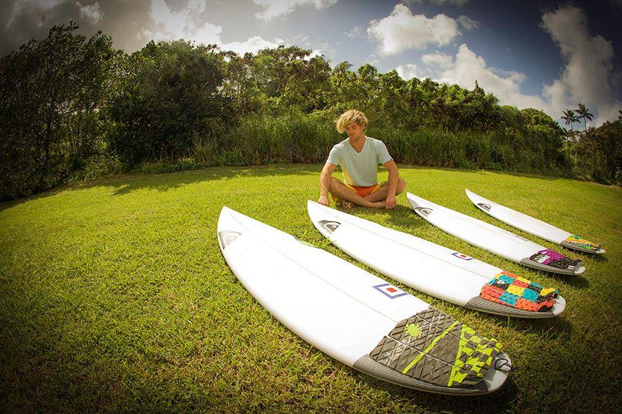 Santiago Muñiz y sus nuevas tablas en Hawaii. Cambió un par por ser olas más grandes.