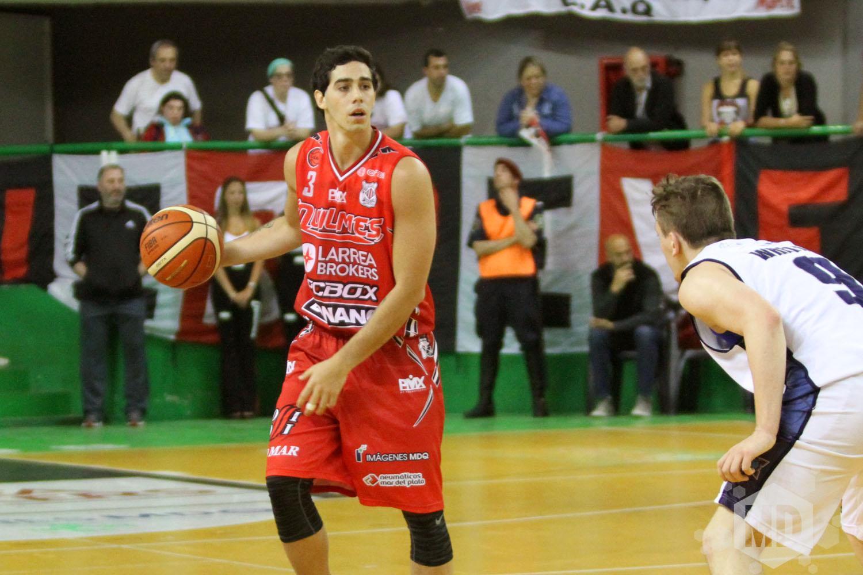 Luca Vildoza volvió a jugar superando su lesión. (Foto: Carlos De VIta)