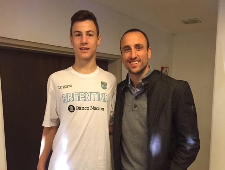 Francisco Caffaro con Emanuel Ginóbili.